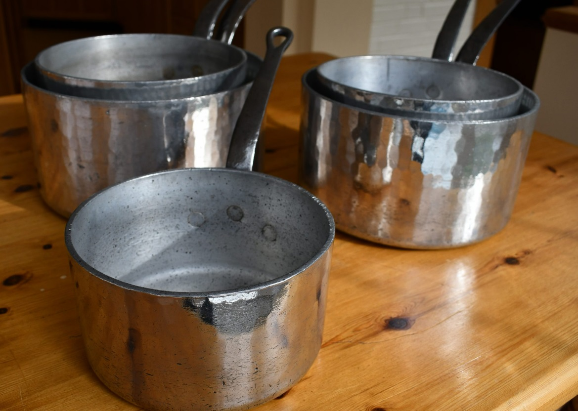 Is it dangerous to cook with aluminium